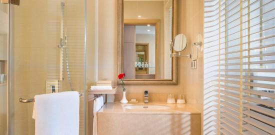 Kempinski delux-bathroom2