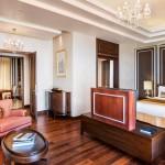 Kempinski governor-suite-bedroom2