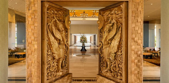 Kempinski hotel-entrance