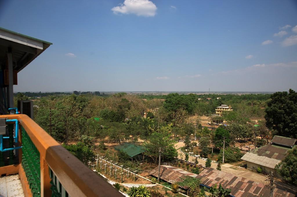Thilawa Kyaik Khauk Pagoda201402B